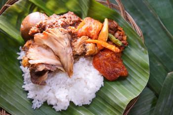 Nasi Gudeg Telur Ayam Suwir