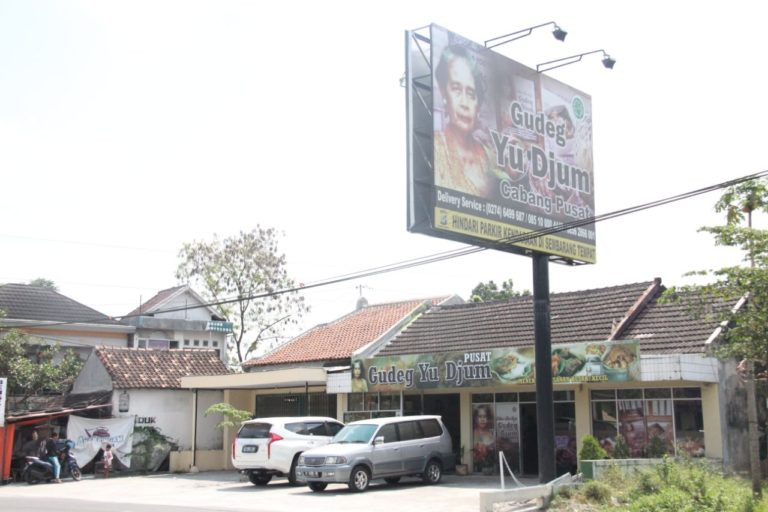Outlet Gudeg Yu Djum Pusat Wates
