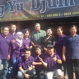 SBY di gudeg jogja yu djum