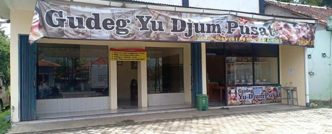 gudeg-yu-djum-pusat-slide-yia temon