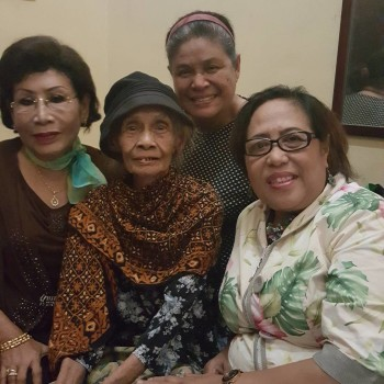 Yu djum bersama ibu suharti dan ibu citro